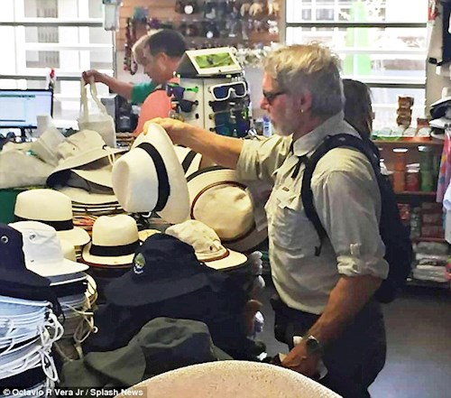 Shopping for a Panama hat in Puerto Ayora